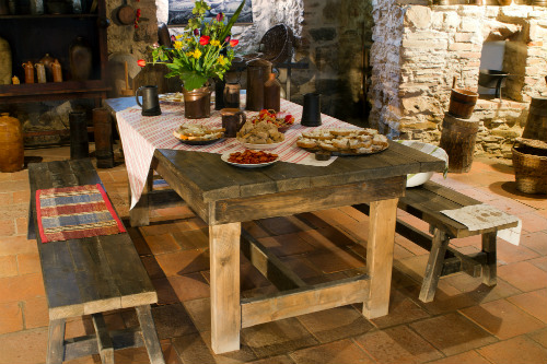 country-style-dining-table