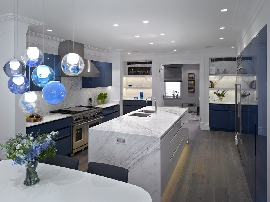 Urbo high gloss lacquer bespoke kitchen in farrow ball stiffkey blue and ral 09003 worktops are statuario venato marble